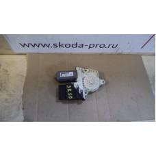 1K0959703AE мотор стеклоподъемника задний левый