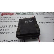 1K0937125A коммутационный блок моторного отсека