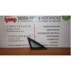 5P0845412C стекло неподвижное переднее правое