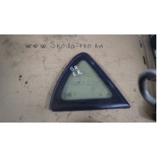 5P0845042 стекло неподвижное заднее правое